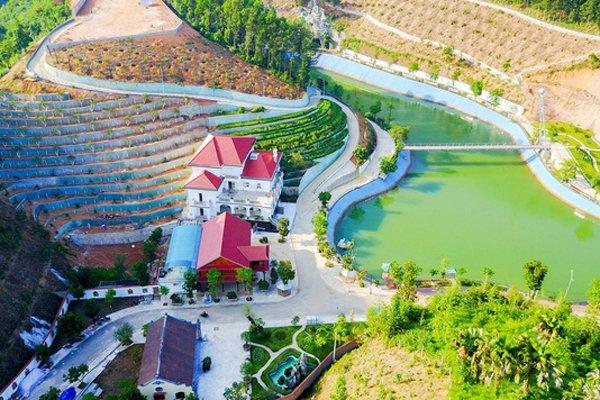 """Một góc công trình """"biệt phủ"""" của gia đình giám đốc Sở Tài nguyên và Môi trường tỉnh Yên Bái. Ảnh: baochinhphu.vn"""