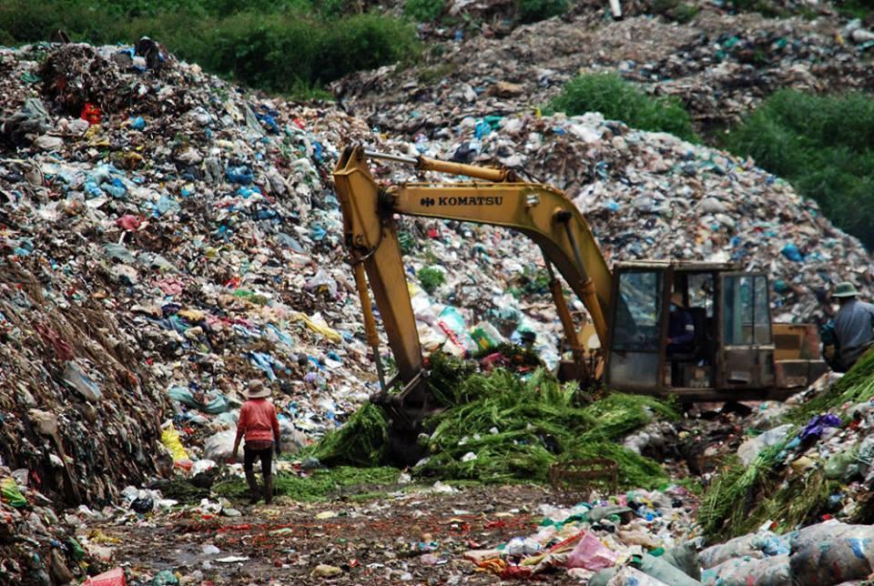 Image result for ăn hết của dân, ăn cả rác