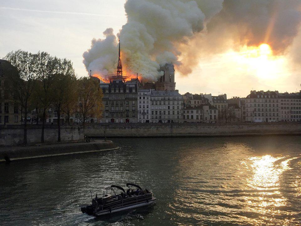 Bạn khóc cho Paris, tôi khóc cho Chúng ta